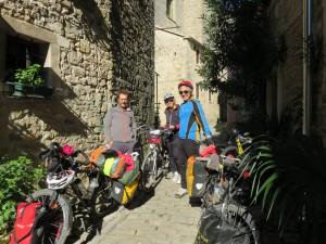 Miha et sa femme dans les rues de grosjnan