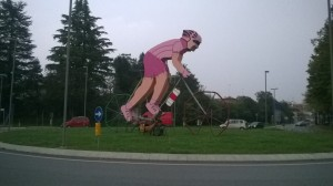 Ils font des statues à notre effigie avant qu'on arrive, maintenant