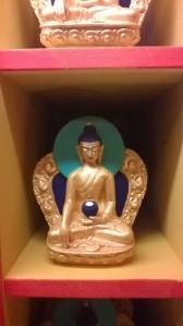 un des milles bouddhas façonnés en prothèse dentaire. Héhé, tout mène à la réincarnation.