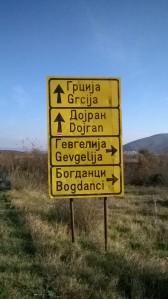 Ici on écrit en cyrillique, ça nous fait un bon entraînement dans notre apprentissage du russe.