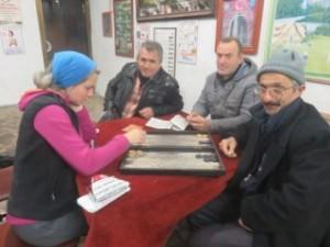 Apprentissage des règles de tavla ou backgammon, pour avoir l'air totalement turc