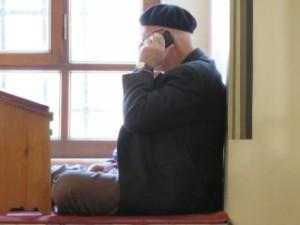 Vivre sa religion avec son temps, en conciliant tradition et technologie, est un defi. Moments de vie d'un musulman.