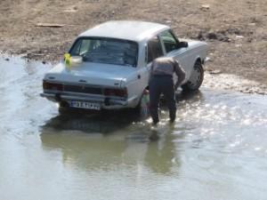Ersatz de 405 peugeot, lavée dans la rivière