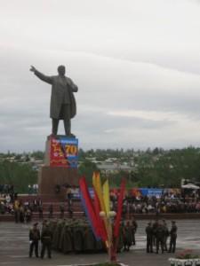 Mais pourquoi cette statue de Lénine est toujours là ??